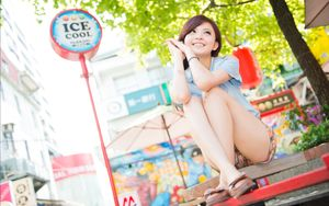 Young Asian Girl Sitting On A Bench Wallpapers - 2550x1600 - 1750347