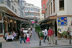 people-n-busy-street jpg busy, europe, horizontal, images, istanbul