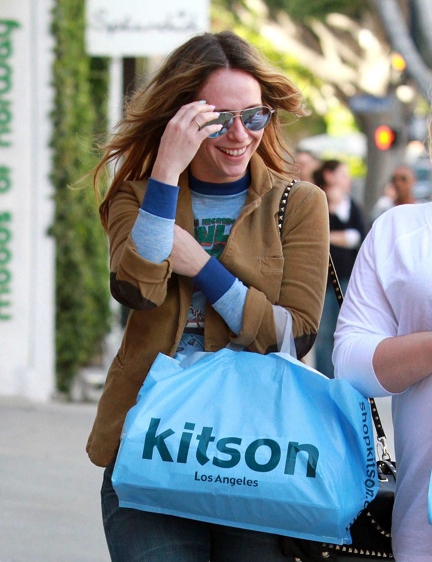 Jennifer Love Hewitt In Jeans Shopping At Kitson In Beverly Hills