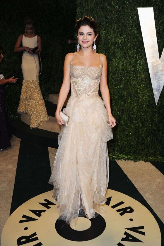 Selena Gomez At 2013 Vanity Fair Oscar Party In West Hollywood