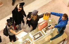 Selena Gomez with Vanessa Hudgens and Ashley Benson � Shopping