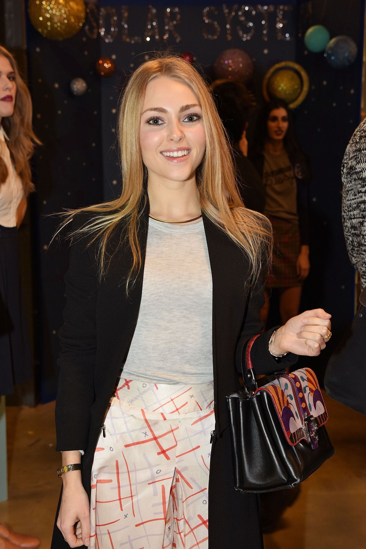 Annasophia Robb At Rachel Antonoff Fashion Show In New York