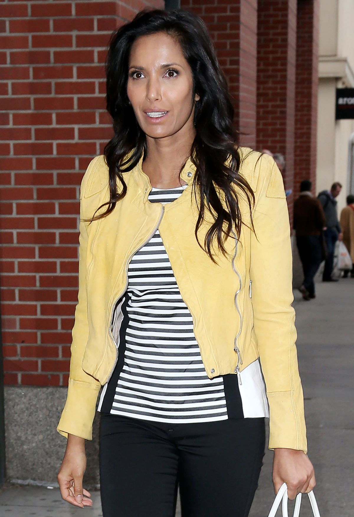 Padma Lakshmi Arrives At Her Apartment In New York 04 23 2015