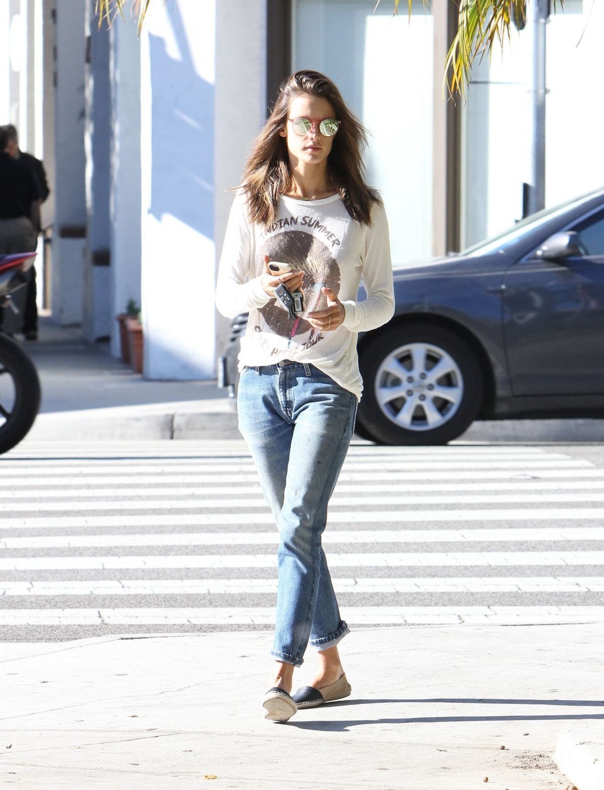 Alessandra Ambrosio Out For Coffee In Brentwood 04 20 2015