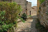 Amelia  Discesa lungo le mura del Borgo