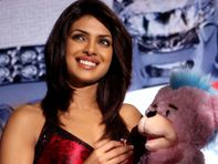 Priyanka Chopra Wallpapers Hot Actress Photos Pics Pictures Wallpapers