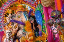 �Elegance of India� float at Universal Orlando�s 2013 Mardi Gras