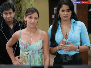 Isha Deol and Sameera Reddy in movie One Two Three, National Wallpaper