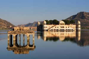 Jaipur Lake Palace , on the way to Amber and Tiger forts