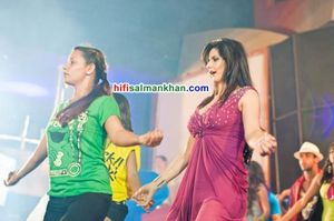 Zarine Khan and Salman Khan on the sets of Ready | PINKVILLA