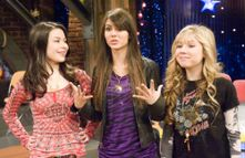 Miranda Cosgrove and Victoria Justice on the set of icarly  Sitcoms
