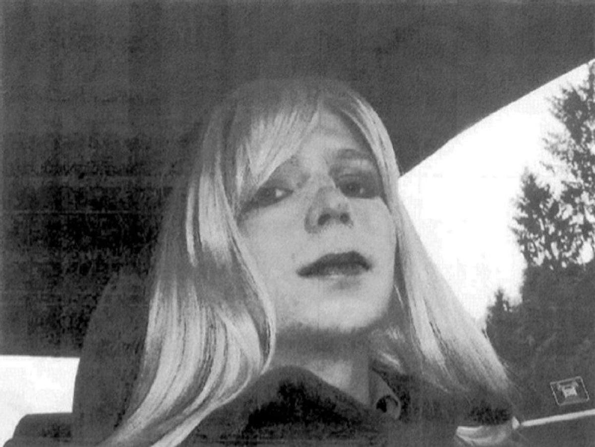 Chelsea Manning tweets 'first steps of freedom' after being released from prison