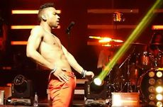 Miguel Shows Freaky Side, Imitates Sex on Stage | ThisisRnB com  Hot
