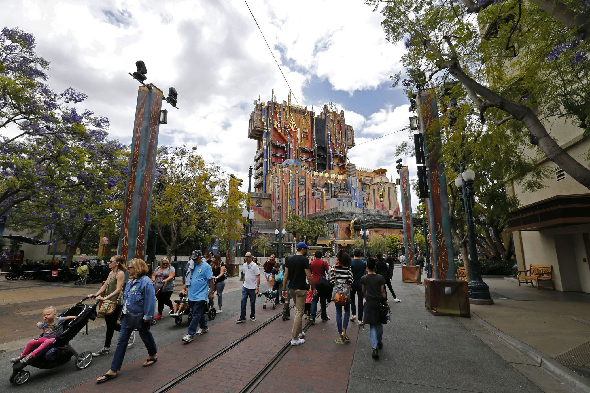 How Disney fit a Guardians of the Galaxy space age power plant into a theme park - Los Angeles Times