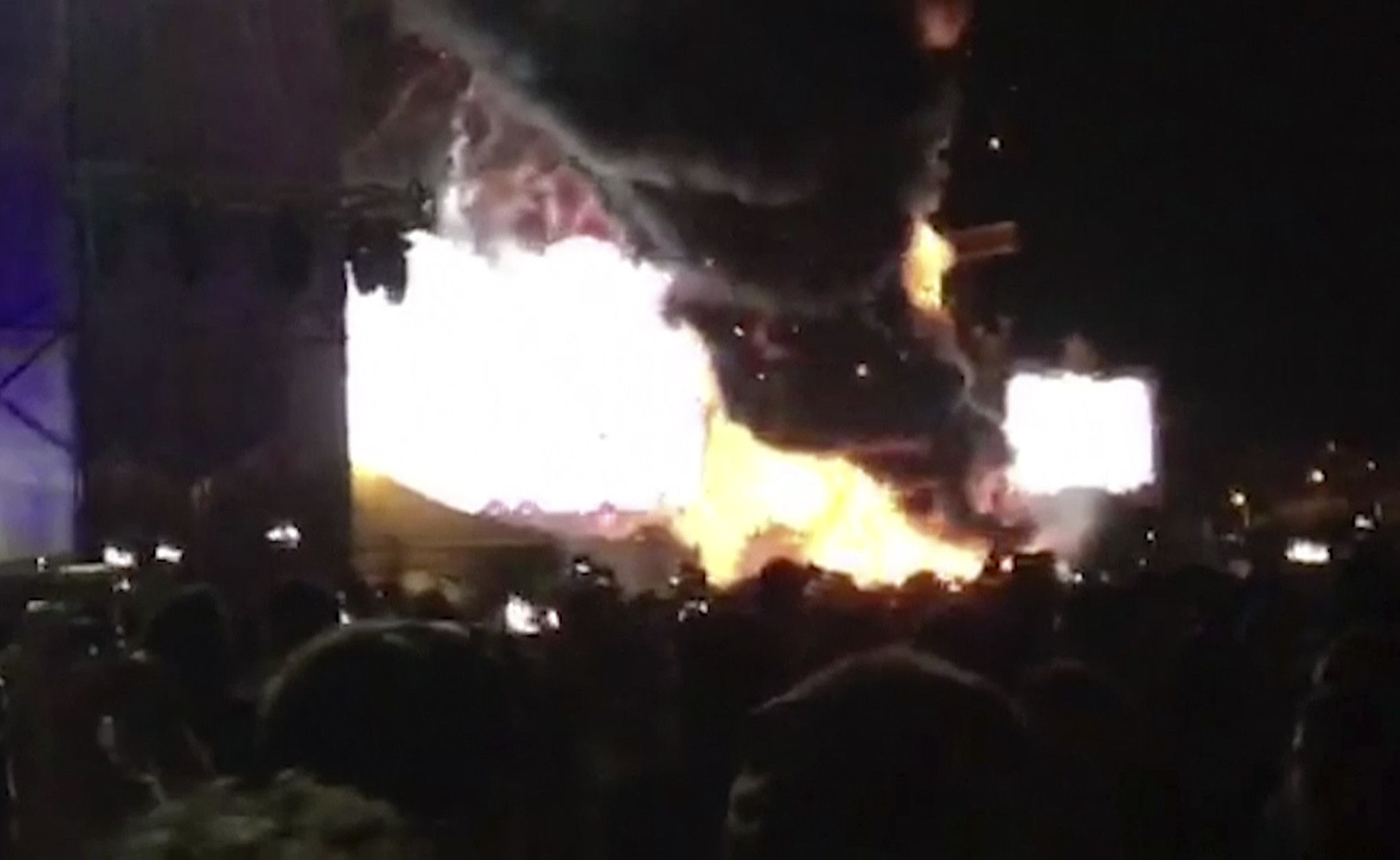 20000 fans flee huge fire at music festival in Barcelona - Chicago Tribune