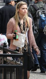 Olivia Holt Photos - Olivia Holt Getting A Snack In Vancouver - Zimbio