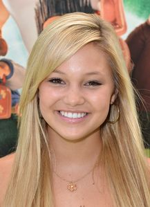 Olivia Holt Actress Olivia Holt arrives to the premiere of Focus