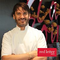 Red Letter Days Cupcake Decorating with Eric Lanlard
