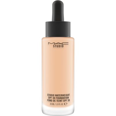 M·A·C Studio Waterweight SPF 30 Foundation, Nc25