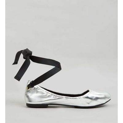 Silver Metallic Tie Up Pumps
