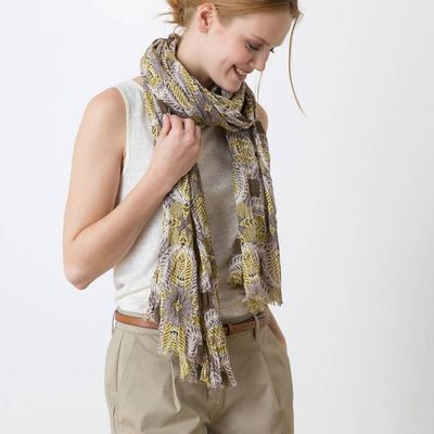 Woman's crinkled cotton wrap with a Jungle print, HIGON