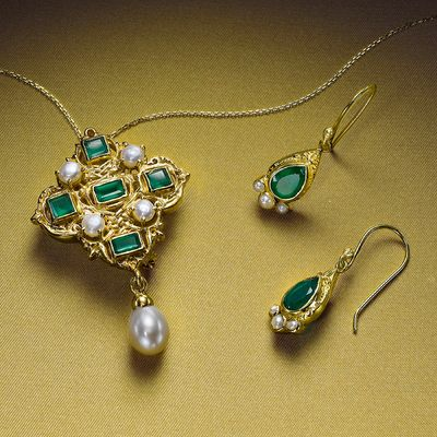Holbein Onyx & Pearl Pendant & Earrings
