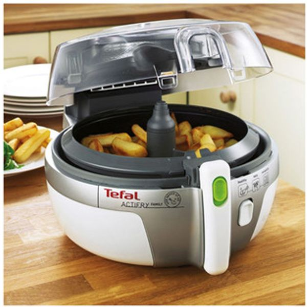 4. Tefal AH900240 Family ACTIFRY Low Fat Electric Fryer in White: £99.95, Sonic Direct