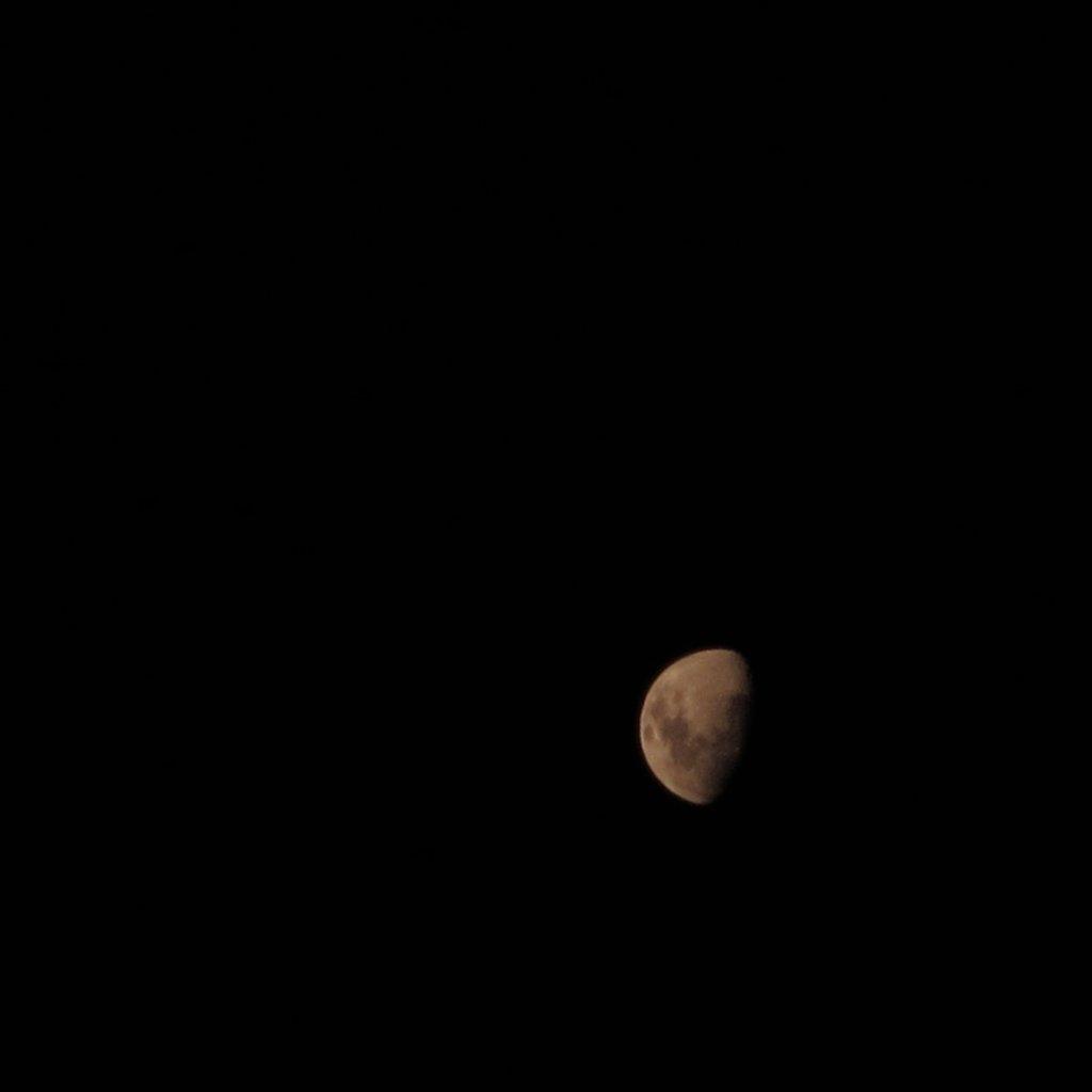 Moon by alia_801