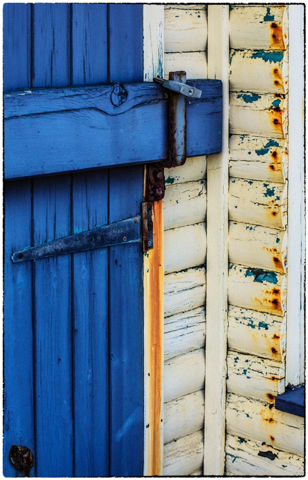 Blue door and rust streaks by ivan