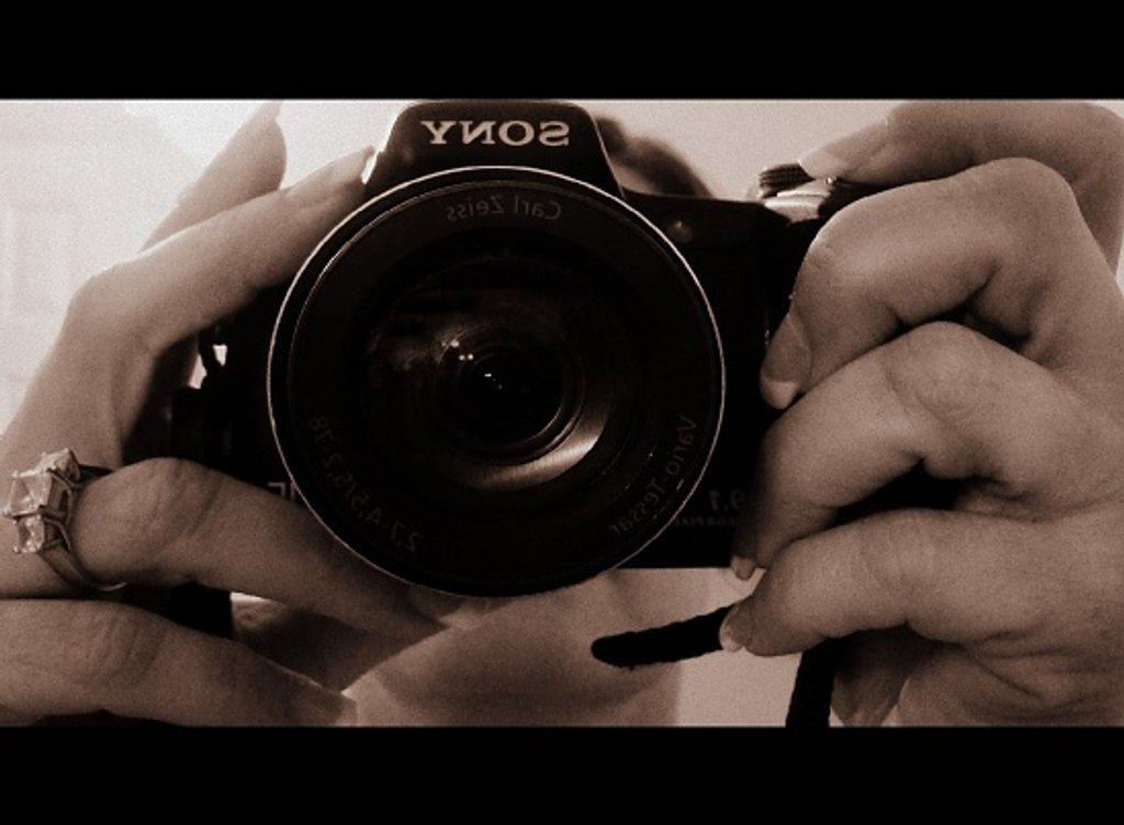 """ I walk,I look, I see, I stop,I photograph."" Leon Levinstein by dmrams"