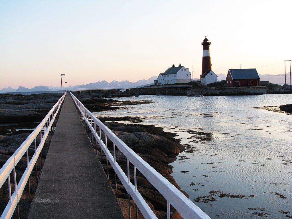 Tranøy lighthouse by elisasaeter