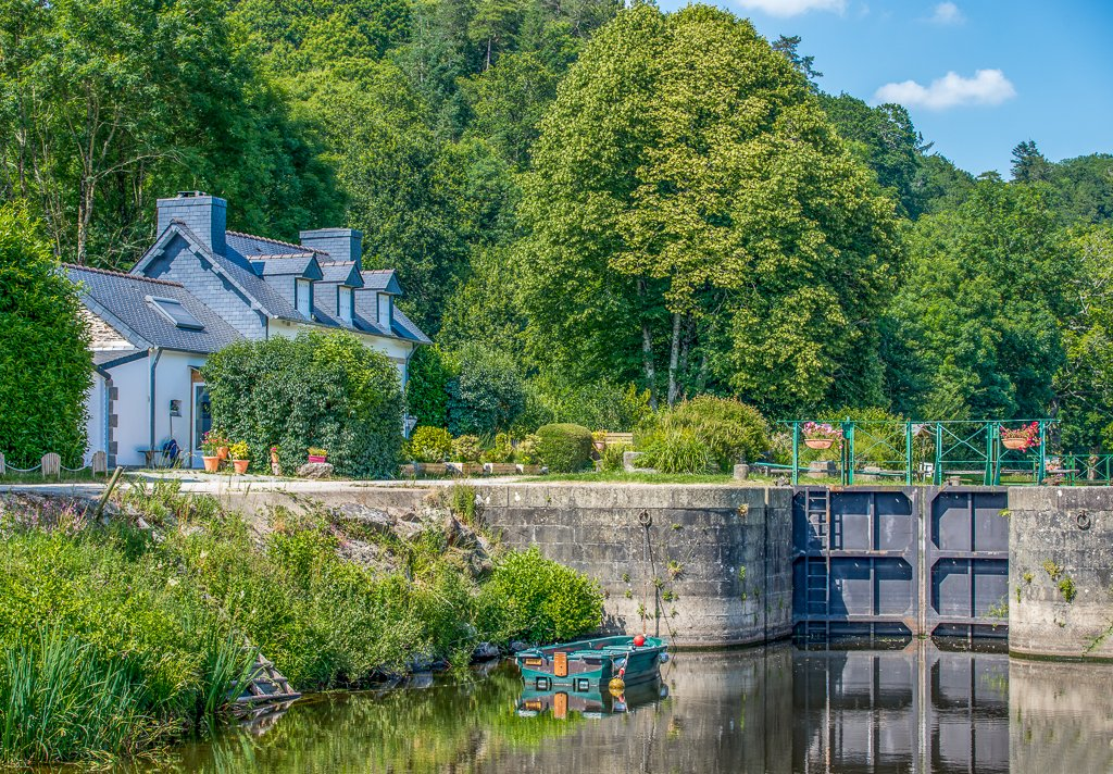Coatigrac'h - Lock and Lock-keeper's Cottage by vignouse