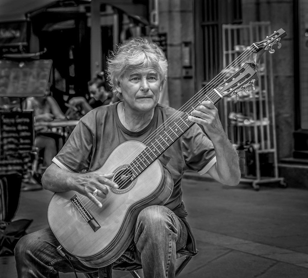 Street Performer by vignouse