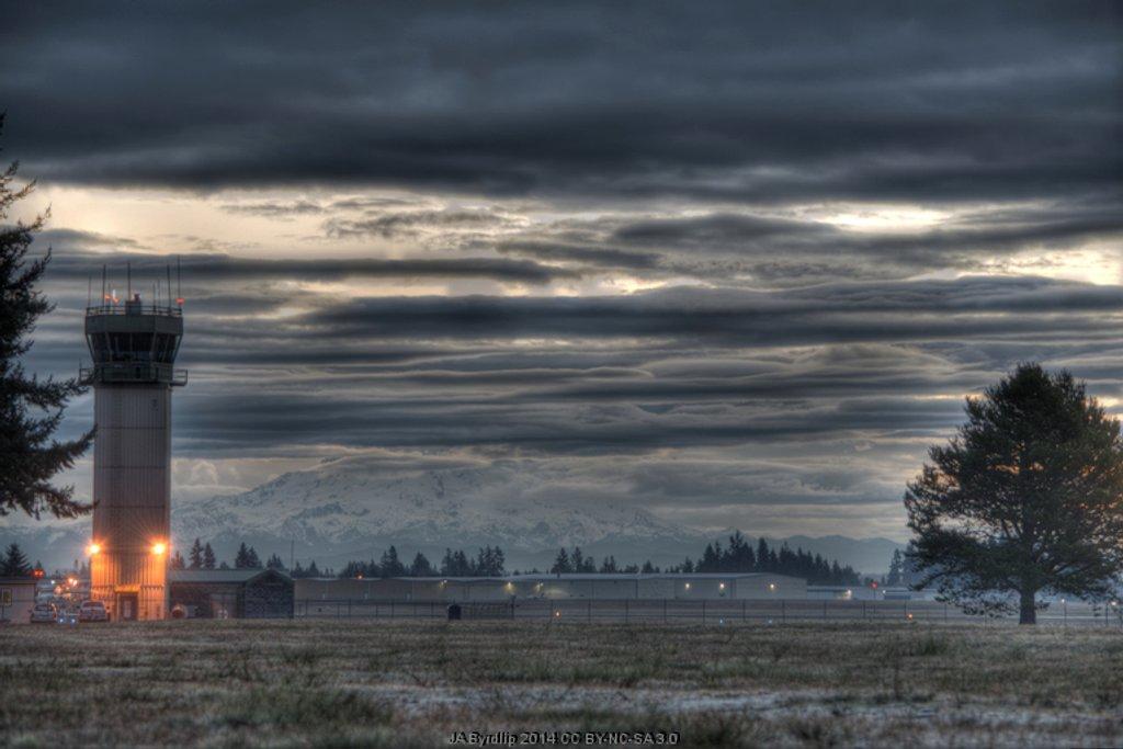 Mt Rainier Sunrise by byrdlip