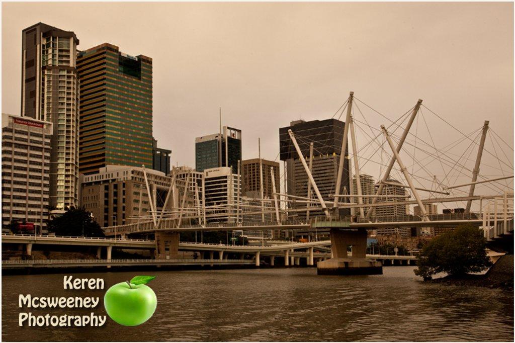 The Go between bridge, Brisbane  by kerenmcsweeney