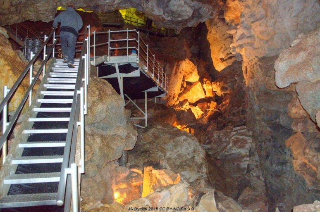 Travels thru Jewel Cave by byrdlip