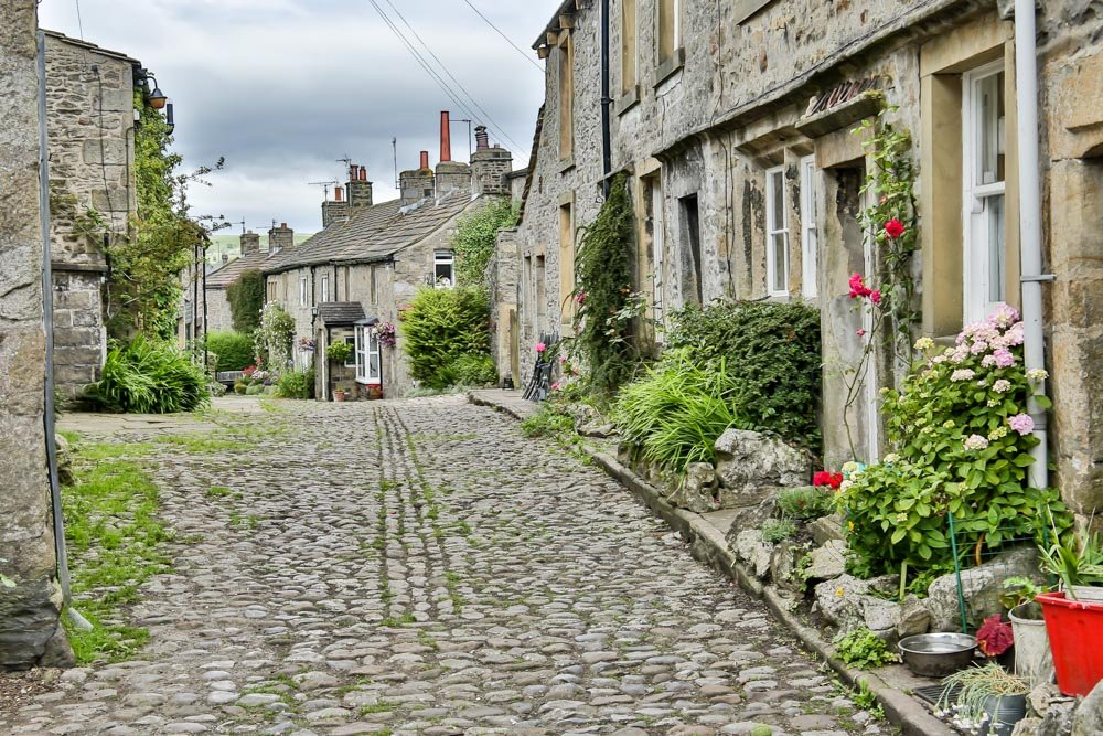 Cobbled lane by pamknowler