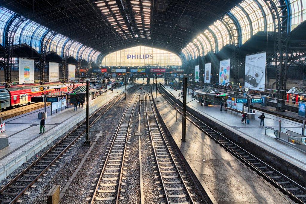 Hamburg Haubtbahnhof by leonbuys83