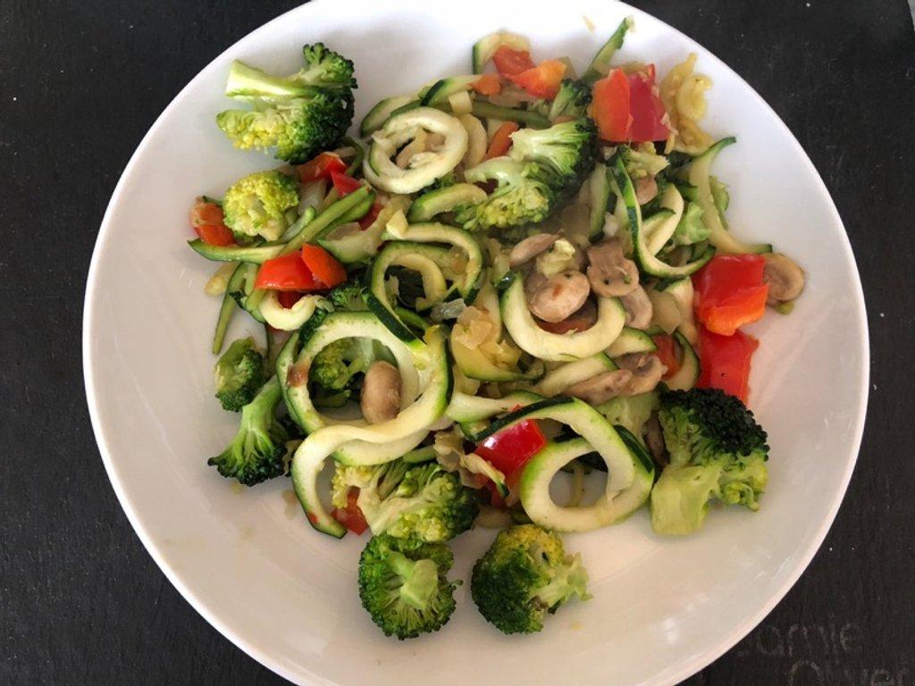 Pasta- free Zoodles Primavera - 232 calories by bizziebeeme
