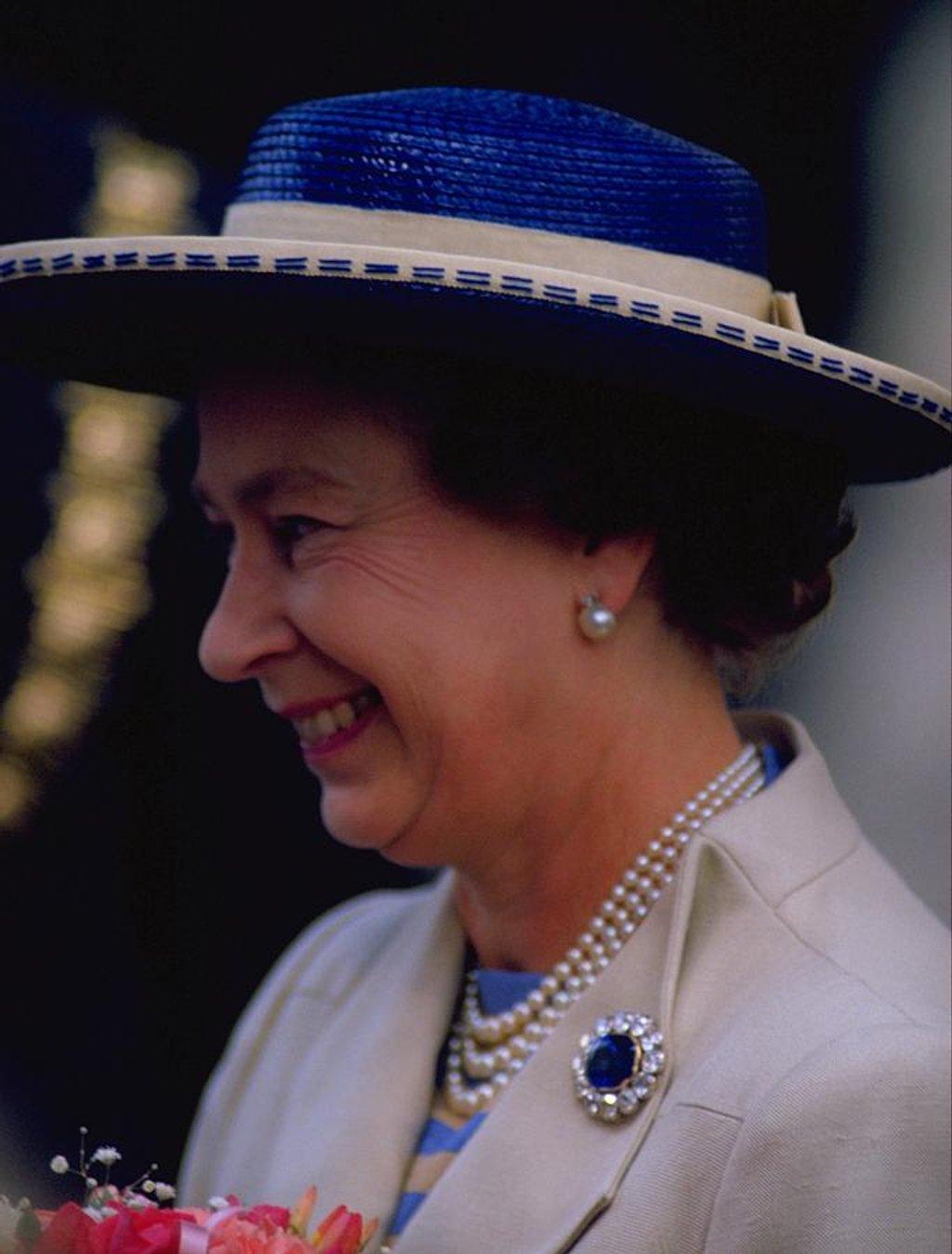 109 Queen Elizabeth II by travel