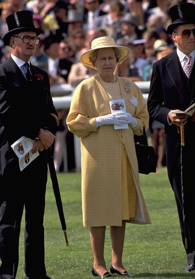 110 Queen Elizabeth at the Races by travel
