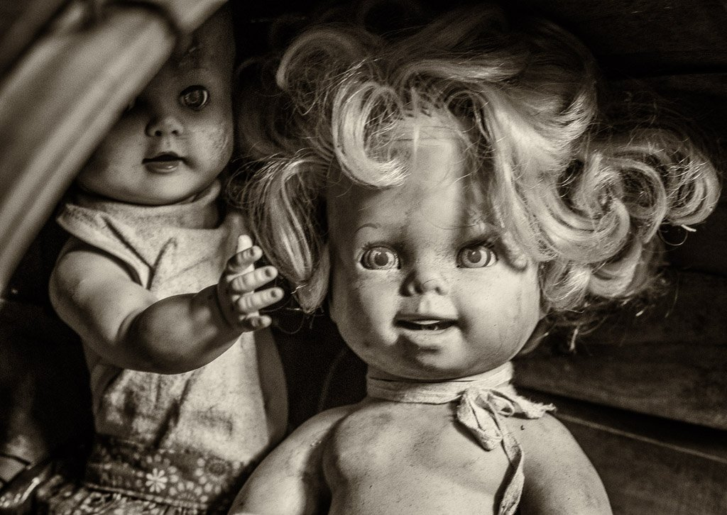 abandoned dolls by aecasey