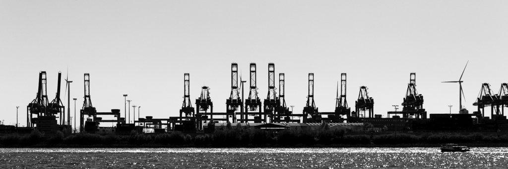 Hamburg Harbour by leonbuys83