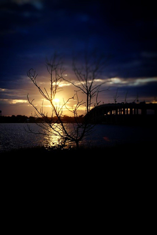 And the sun winks goodnight by joemuli