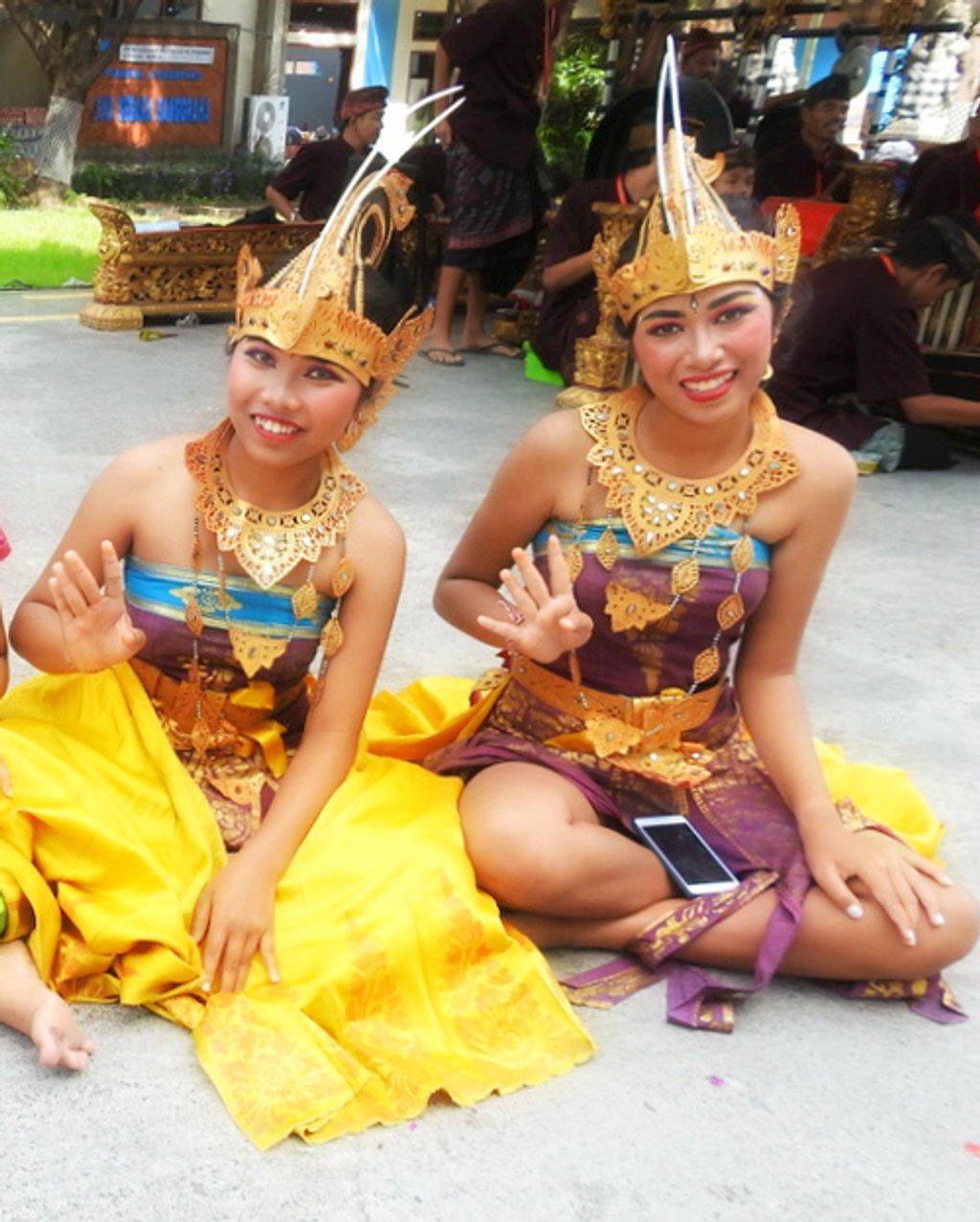 Balinese Dancers by ddw