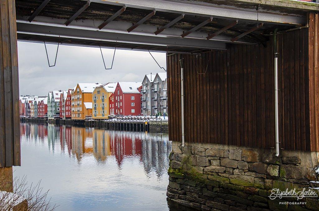 Under the bridge by elisasaeter