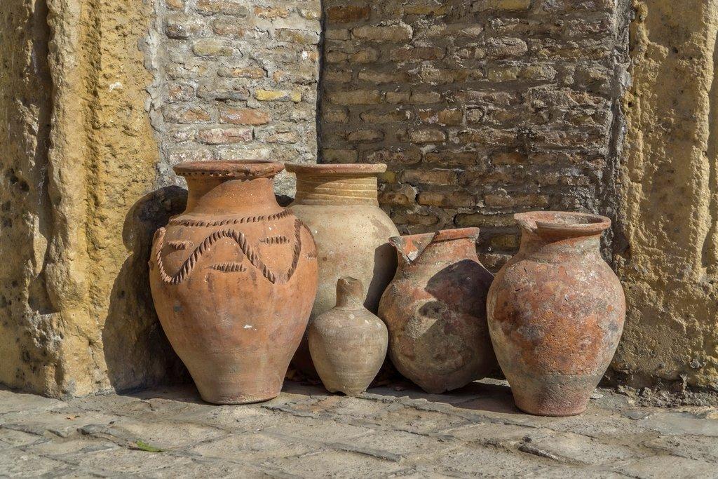 055 - Old Pots by bob65