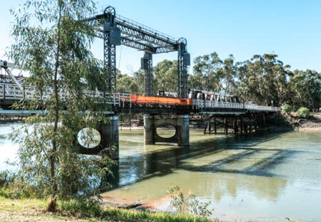 Lifting span, Swan Hill bridge by golftragic