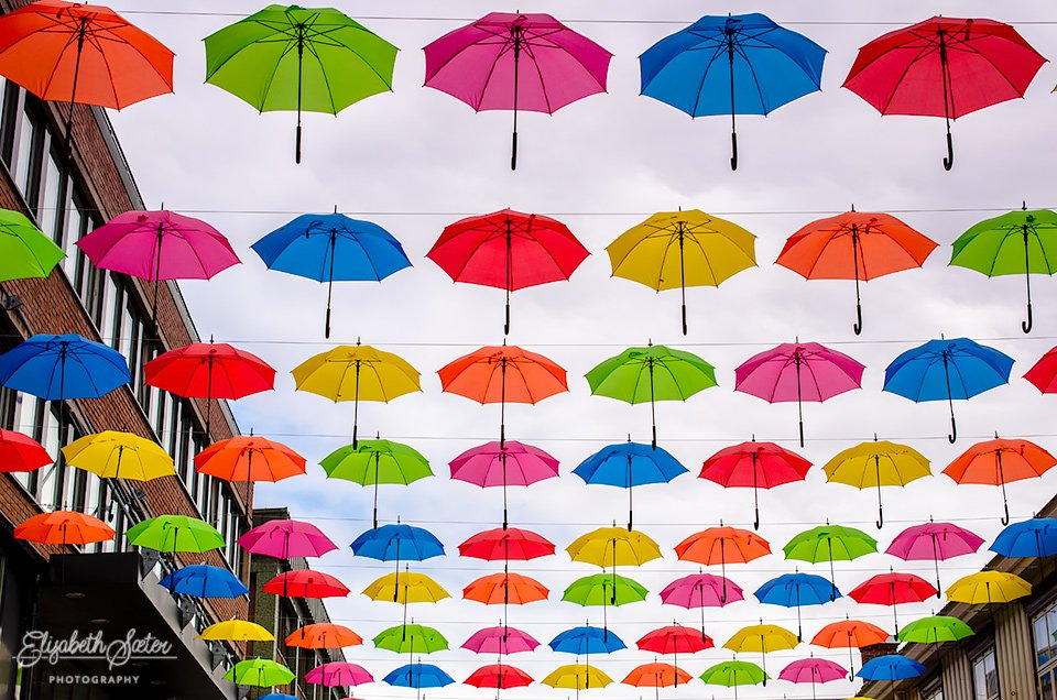 Under my umbrellas 2 by elisasaeter