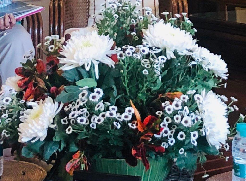 Arrangement with Chrysanthemums by veengupta